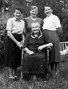 Grandma with 3 of her daughters, Emmi, Johanna and Elsbeth