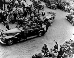 Crowds greet Truman and Churchill in Fulton, MO