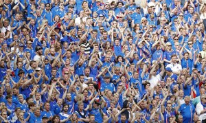 Iceland crowd